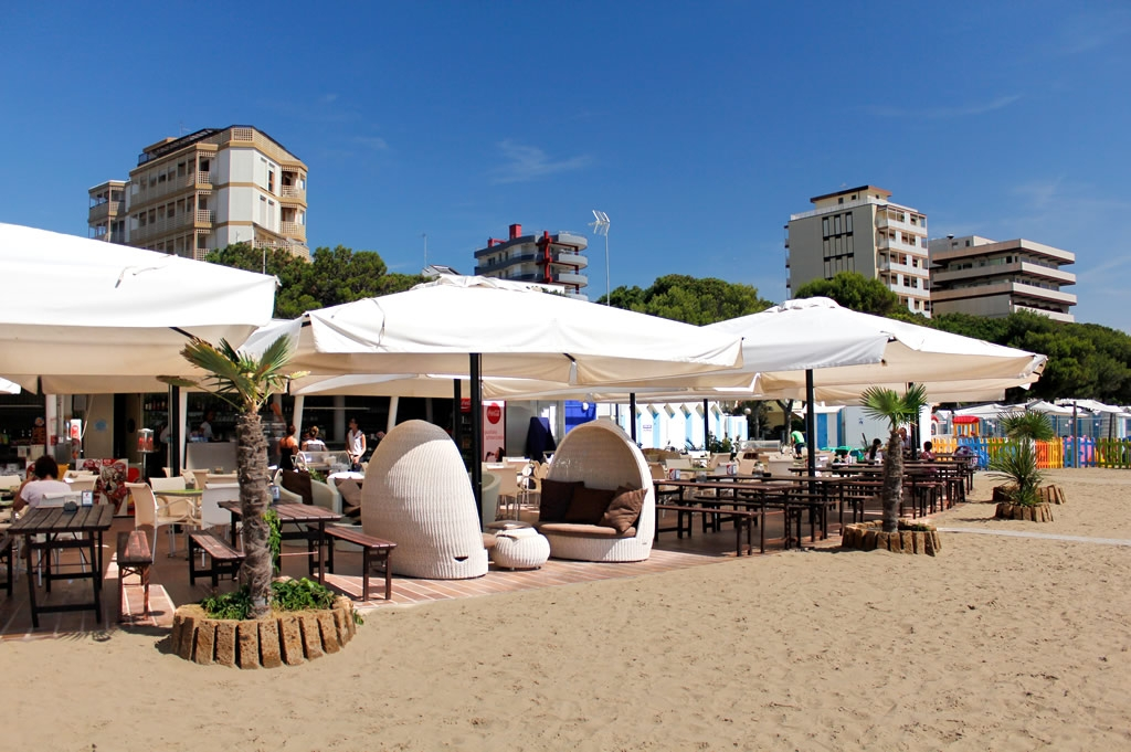 Bar Restaurant Am Strand In Lignano Ausonia Beach